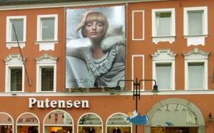 Mesh-Banner als Fassadenwerbung